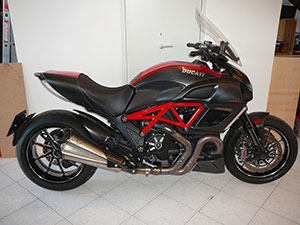 DUCATI DIAVEL CARBON ABS